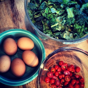 kale skillet with egg, onion and tomato ~vegetarian, gluten free~