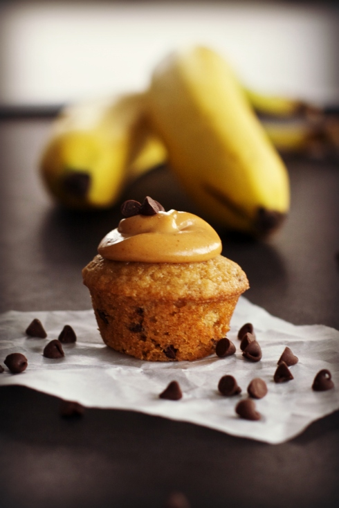 Chocolate Banana Cupcakes with Peanut Butter Frosting ~vegan~